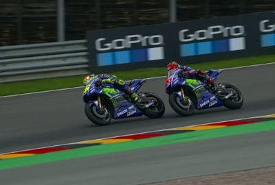 Rossi Marah Dikalahkan Vinales Kerena Slipstream
