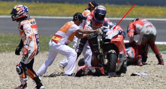 Ngakak Dovi Salah Angkat Motor Usai Kecelakaan Rungansport