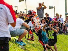 Marquez Rayakan Kemenangan di Jerman Bareng Fans Rossi