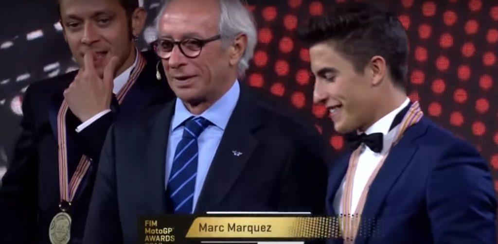 Konflik Jabat Tangan Rossi vs Marquez dan Drama MotoGP Awards