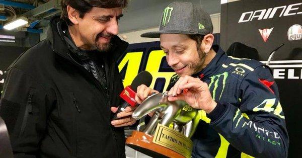 Reaksi Rossi Terima Piala 'Pecundang of the Year'