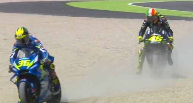 MotoGP Italia: Nyasar ke Krikil, Mir-Rossi Rugi 7 Detik