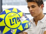 Keren! Jagoan Formula 1 Pakai 'Helm Rossi' di Seri Italia