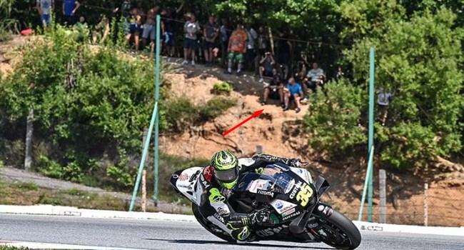 MotoGP Ceko: Penonton Ilegal Nekat di Balik Pohon