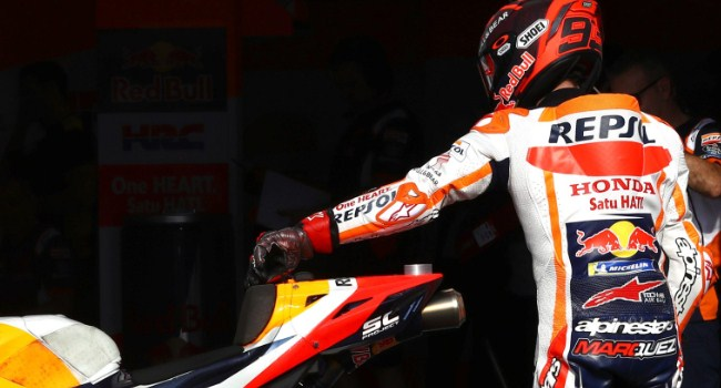 Plat Lengan Marquez Rusak Karena Buka Jendela